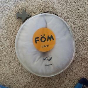 .. Brookstone FOM travel pillow
